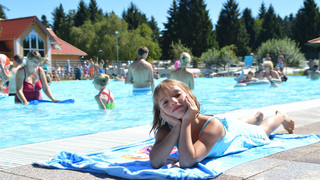 Girl at the pool | © Campingpark Gitzenweiler Hof GmbH